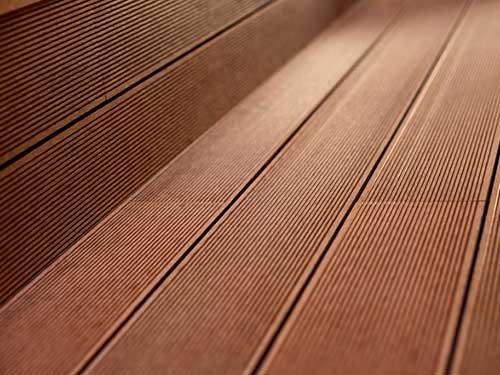 استفاده از چوب پلاست در محیط باز